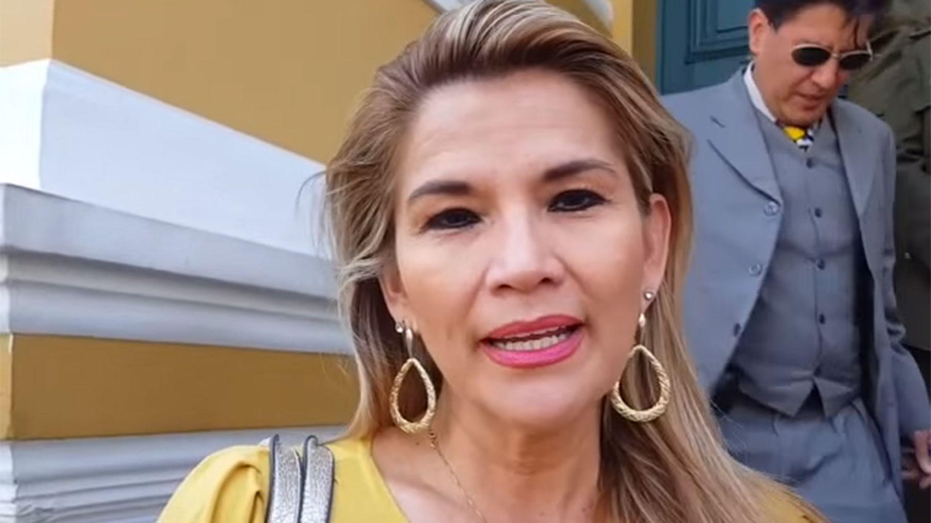 Sin quórum, Jeanine Añez se autoproclamó presidenta de Bolivia