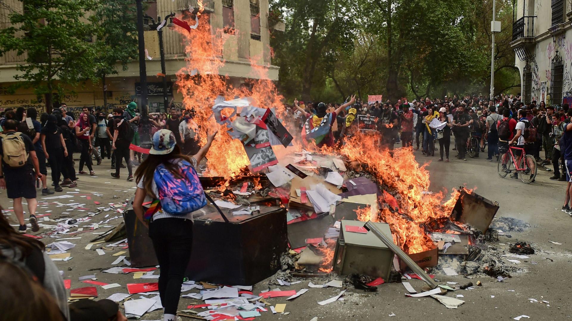 Lunes de disturbios deja 285 detenidos