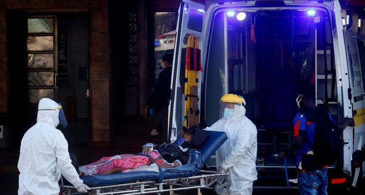 Pacientes deben esperar días en una carpa para poder ser internados en el Hospital San José