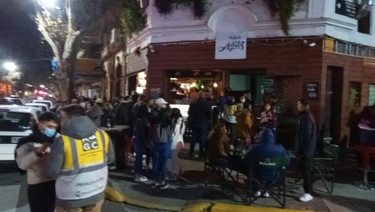 Desbaratan fiestas clandestinas en Villa Crespo, Devoto y clausuran bares en Palermo