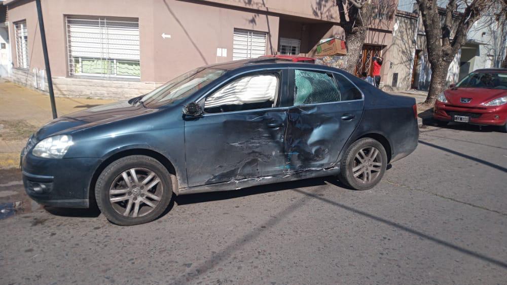 La Plata: motochorro armado murió tras chocar con el auto del comisario