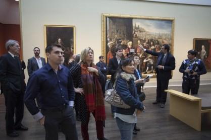 Asistentes a la exposición Retratos de España. Obras maestras del Prado, en el Museo de Bellas Artes de Houston.