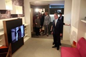 El alcalde Michael Bloomberg anuncia los ganadores del concurso de diseno de las viviendas de la ciudad.