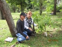 Sembrando un arbol en memoria de Ricardo Peña Villa