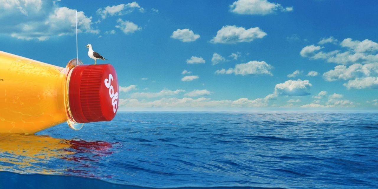 Lanzan al mar gigantezca botella con mensaje secreto