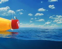 Lanzan al mar botella con mensaje secreto