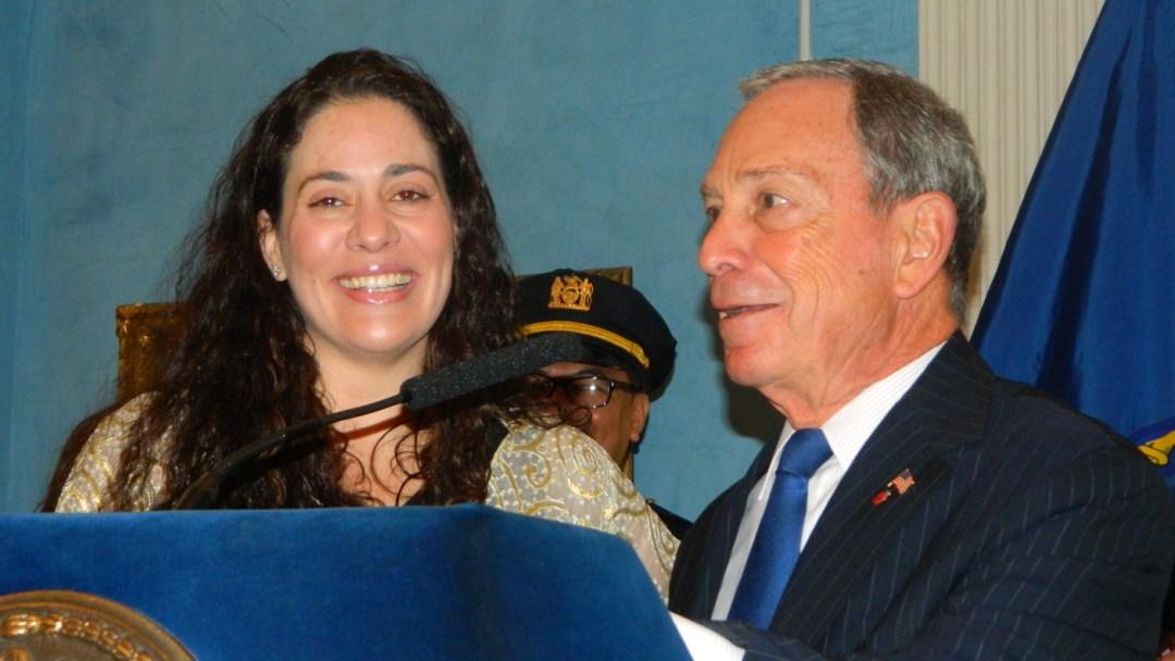 El alcalde Michael R. Bloomberg y la comisionada de la Oficina de la Alcaldía para Asuntos Migratorios (MOIA, en inglés) Fatima Shama dieron inicio a la celebración de la Semana de los Inmigrantes en la Mansión Gracie.