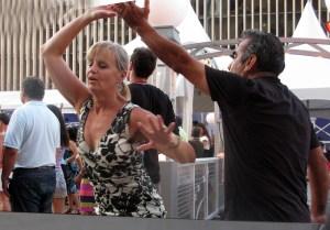 "Baile de salon en la plazoleta del Lincoln Center 'Midsummer Night Swing"" (Foto Nabuco)"