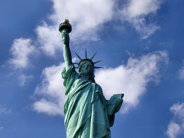 800px-Liberty-statue-from-below