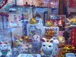 Gato chino.... la creencia popular lo considera un amuleto para la buena suerte
