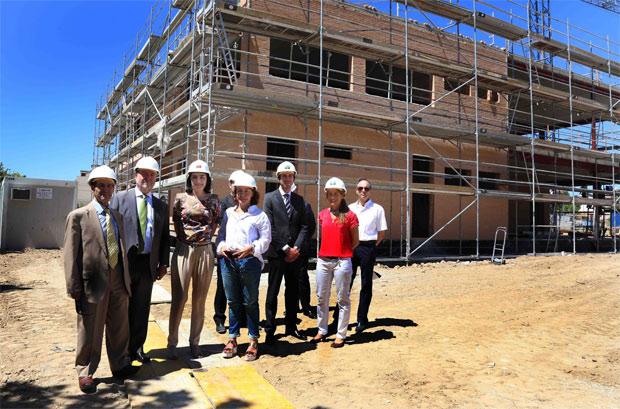 Visita de la viceconsejera de Organización Educativa, Carmen Pérez-Llorca, a< las obras del colegio público Constitución de 1812, en el verano de 2013