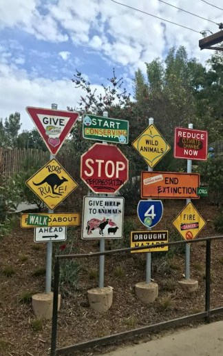safari park walkabout signs