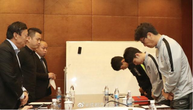 韓国,トロフィー踏みつけ,優勝剥奪,海外の反応