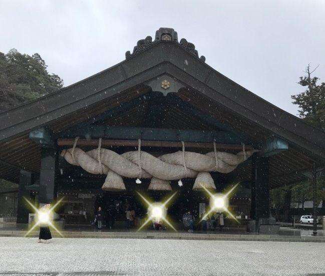 出雲大社の神楽殿の大しめ縄の写真