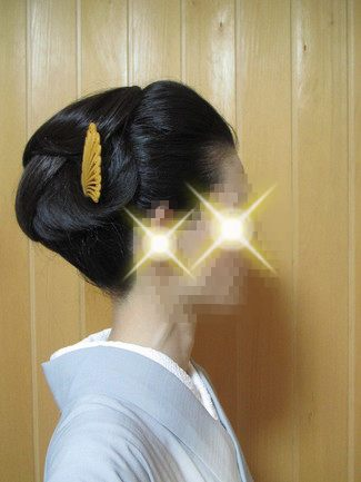 自分で出来る和髪・着物簡単セルフヘアアレンジ・ウイッグ使いスタイル・ボリューム大の右側