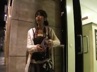 まりか <ミラー>海外旅行の女の子が現地人にホテルまで連れて行ってもらい、ハメら...