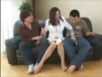友崎亜希 豊満ボディの人妻の性欲が有り余りすぎて、旦那だけでは飽き足らず、通りすが...