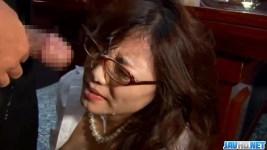 優木あおい 色気ムンムン美人秘書にイラマチオからの、メガネ顔にぶっかけ!