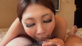 桜かえで ド派手なギャルの喉奥まで咥え込む下品なフェラでたっぷり口内射精