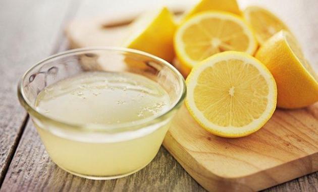 8 Cara Ampuh dan Alami untuk Menghilangkan Jerawat - Air Perasan Lemon