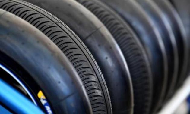 Manfaat Alat Ukur Tekanan Angin Ban Motor dan Mobil - Ban Racing Slick dan Wet