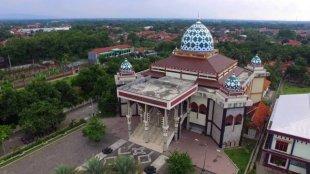 Berbagai Perlengkapan yang Harus Ada di Dalam Masjid - Masjid
