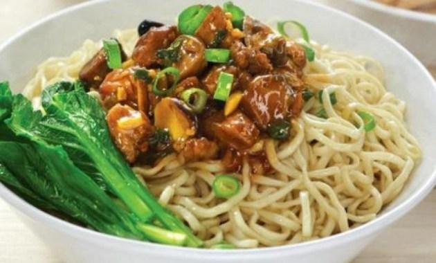 Ini 5 Kuliner Legendaris Jakarta yang Patut Anda Coba - Mie ayam Gondangdia