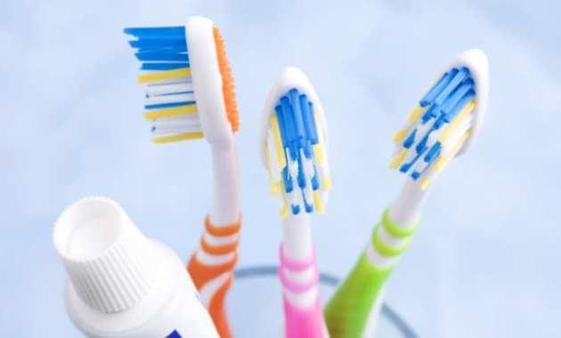 Nyaman Saat Berbicara Tanpa Bau Mulut - Sikat Gigi