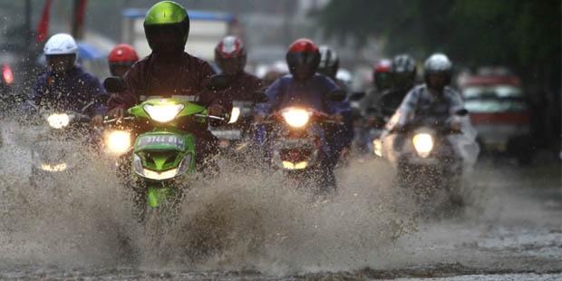 Tips-Berkendara-Saat-Hujan