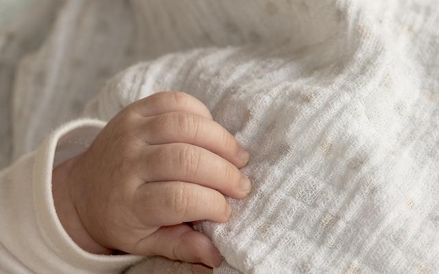 Hal Yang Harus Diperhatikan Saat Mencuci Baju Bayi - ilustrasi pakaian bayi
