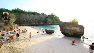 Tempat Wisata di Bali Paling Romantis - pantai padang padang