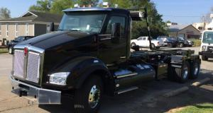 2017 Kenworth T880 Roll-Off Truck - driver side view