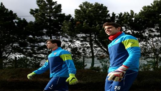 """Le gardien d'Arsenal Emiliano Martinez choqué par """"irrespectueux"""" Szczesny et Fabianski"""