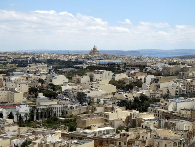 Widok z Cittadelli, fortyfikacji w centrum Rabatu na Gozo.