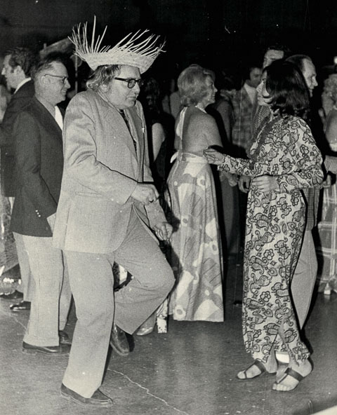 father-dancing-in-straw-hat
