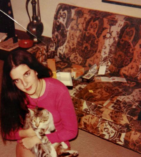 roberta-levine-with-cat