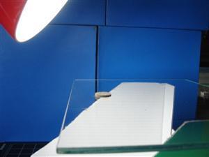 Figura 1.3: La distanza tra luce e piano moneta è di circa 20 cm.