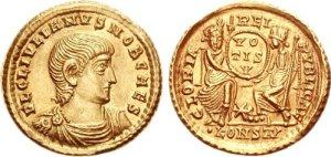 Figura 6) Giuliano II Cesare. 355-360 AD. AV Solidus (4.50 g, 12 h). Zecca di Arelate. FL CL IVLIANVS NOB CAES, capo scoperto, busto corazzato e drappeggiato rivolto a destra / GLORIA REI-PVBLICAE, Roma seduta di fronte a Costantinopoli seduta con il piede destro sulla prua, ognuna reggente uno scettro nella mano sinistra e nella destra reggenti uno scudo con inciso VO-TIS-V su tre linee; *//•KONS(AV). RIC VIII 239; Ferrando 1185; Depeyrot, Émissions 130; Depeyrot 7/2; DO 154. (www.cngcoins.com)