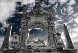 Figura 12: fontana costruita nel 1635 dall'architetto Cosimo Fanzago.