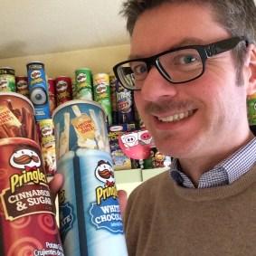 Strahlend werden die neusten Pringles aus den USA entgegen genommen.