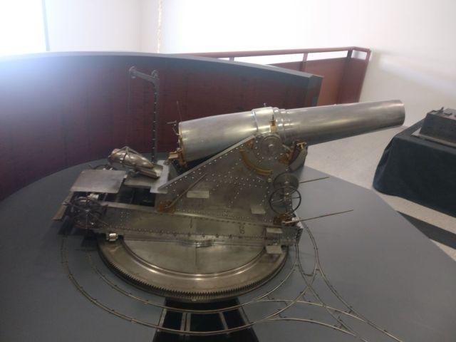 Reproducción de cañón para defender el Alcázar que se podía tocar