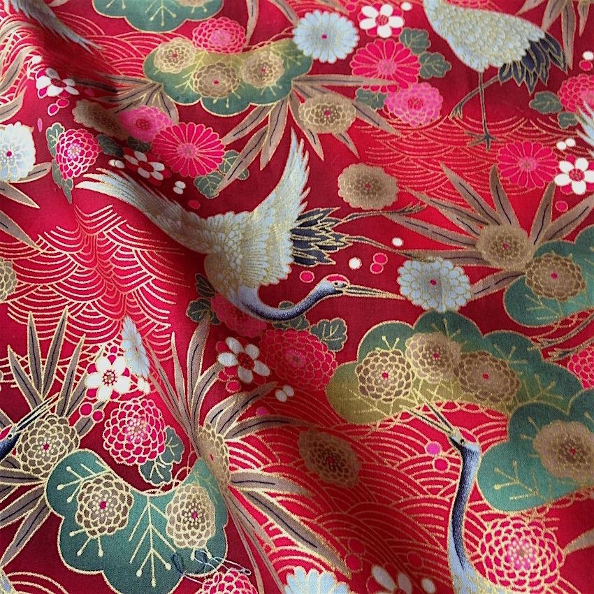 tissu japonais motif traditionnel grue fond rouge coton 110x50 172d nuno tissus japonais