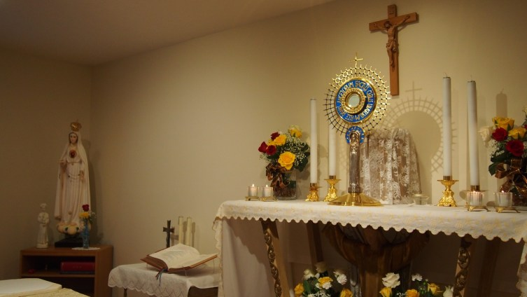 Our Lord, exposed in the monstrance, waits for his bride.