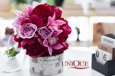 Bujori grena si orhidee roz pentru mirese din Iasi