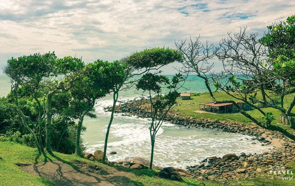 Praia do Maço no Vale da Utopia na Guarda do Embaú