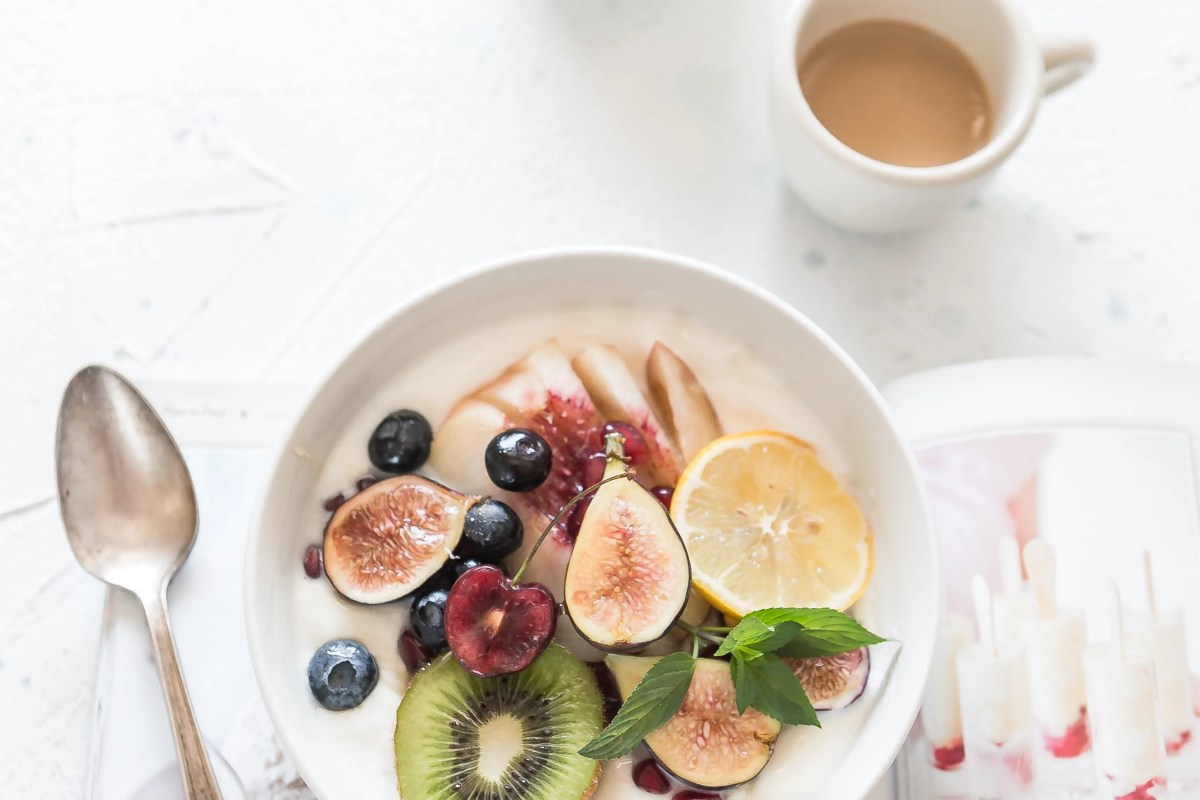 7 Simple Ways to Reduce Morning Anxiety: breakfast bowl and coffee.