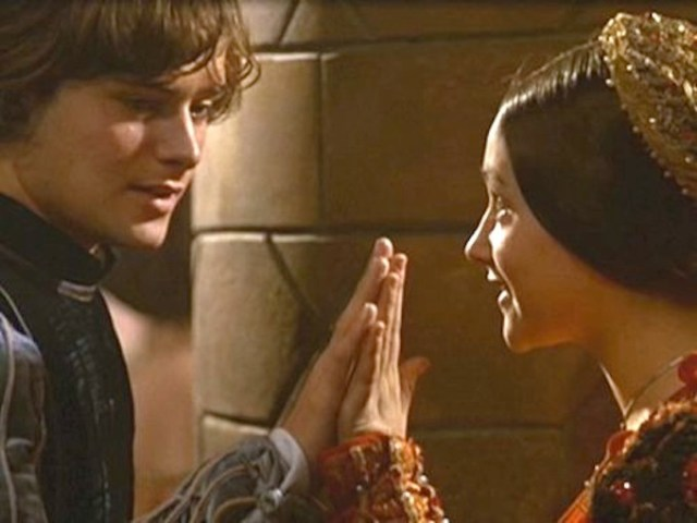 Romeo-and-Juliet-1968-romantic-movie-moments-25765005-500-375