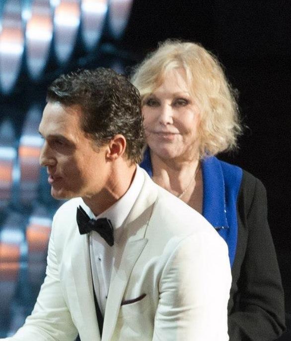 Kim NOvak, 81 anni, alla serata degli Oscar con Matthew McConaughey.