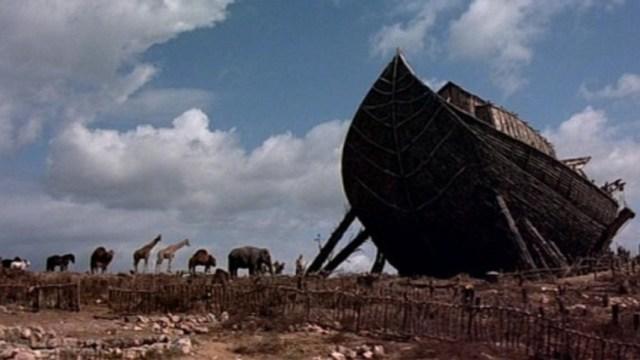e questa è l'arca di Noè secondo il film 'La bibbia' del 1966 diretto da John Huston