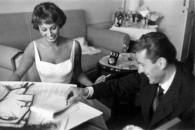 Cannes 1958. Sofia Loren con Bernard Buffet